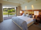 Luxury accommodation in Christchurch with Lake front views