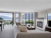 2 Bedroom Lakeview Apartment - Peppers Beacon Queenstown